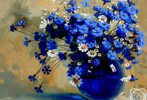 kék vázában kék virágok
