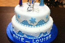 My daughters frozen birthday cake!!