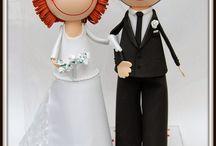Fofuchos Novios Bodas de Oro / Estos fofuchos novios , están celebrando sus bodas de oro. Van vestidos con los trajes que llevaron el día de su boda allá por el año 1963...¡casi nada! La novia lleva un gran velo de tul y un vestido de tela y encaje elaborado totalmente a mano. El novio lleva un traje clásico elaborado en gomaeva.