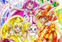 Glitter Force (Smile Precure) / Um mangá Shoujo, sua protagonista é a Emilly. Suas amigas e ela descobrem que são super heroínas que tem de salvar o mundo dos vilões de contos de fadas.