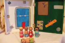 Zubehör für Kegelwichtel, Zwerge und kleine Puppen / Aufbewahrung für die Wichtel, Puppenmöbel, Spielteppichetec. für kleine Wichtel und Püppchen