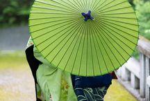¥¥ Japon / ombrelles, geisha, kimonos [couleurs vibrantes] ¥¥