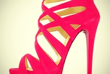 Sandals - Casual & Dressy / by Lillian Acosta