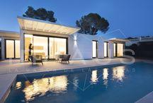 """Casa Modelo Manacor en Ibiza / """" Un hogar que disfruta mirando a su alrededor y extendiendo sus límites mucho más allá de los cerramientos de fachada."""""""