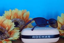 ROCHAS / Rochas è uno stile prima di tutto - una visione di una elegante e audace donna parigina.  Questa femminilità impregna ogni creazione, dalla moda ai profumi, dagli accessori ai gioielli. Grazia, giovinezza e gioia si intrecciano nella storia di Rochas - la Maison inventa un fascino dallo spirito libero e una fluidità chic. Un mondo creativo di perfetto equilibrio tra seduzione e vivacità, discrezione e fantasia.