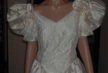 """Abito sposa firmato Aimèe nuovo. / Vendo questo bellissimo abito da sposa firmato """"Aimèe"""" color champagne TG 46, con custodia. Il corpo è tutto ricamato con perline e cristallo, tessuto in pura seta 100%, con 2 sotto gonne in tulle ed una di seta, strascico 2,28. Con custodia. http://cgi.ebay.it/ws/eBayISAPI.dll?ViewItem&item=251588272337"""