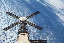 Space Station / Space Stations features images / articles to Mir Space Station, International Space Station, Chinese Space Station, Soviet Salyut series, Skylab, MOL and lots more. http://aerospaceguide.net/spacestation/spacestationskylab.html