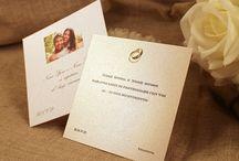 Inviti in stile moderno con carte metallizzate e perlate con e senza rilievo / Inviti nozze in stile moderno con carte metallizzate e perlate, possibilità anche della stampa in rilievo per dare un tocco di maggiore eleganza. #tipidea #wedding #WeddingInvitation #WeddingKit #Matrimonio #InvitiMatrimonio