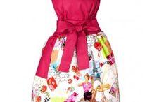 Apronessa na tiulu / Apronessa (ang: apron - fartuszek; dress - sukienka) to nowy styl ubierania się nie tylko w kuchni przy gotowaniu, ale również podczas przyjmowania gości