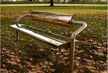 LE BANC I MIROIR DE CÉCILE PLANCHAIS / Cécile Planchais a imaginé un banc miroir en inox poli, interprète du paysage ambiant. Conçu comme un support d'image, il révèle ou s'habille d'une image éphèmere ou pérenne et s'adapte ainsi à son environnement en le réflétant. Présenté à la biennale internationale de Liège en 2010, il est installé à Bruxelles et à Paris à l'hôpital Saint-Joseph. Il est montré et commercialisé pour la première fois en galerie à Paris.