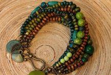 Bohemien armbanden / Armbanden gemaakt in de bohemien stijl. Gemaakt van houten. glas en natuursteenkralen.