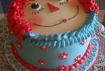cakes / cupcakes/ Frostings / by Julie Scothern