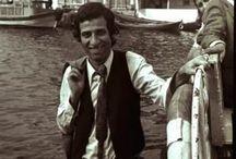 Kemal Sunal / AKTÖR   Türk, tiyatrocu, komedi oyuncusu, sinema sanatçısı ve yazar. Oynadığı karakterlerle 7'den 77'ye herkesin sevgilisi olan Kemal Sunal, Türk sinema tarihinin unutulmaz oyuncularındandır.