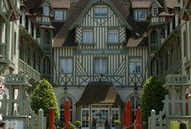 Normandie / La #Normandie, Haut lieu culturel, historique, artistique avec la présence des peintres impressionnistes et les nombreuses abbayes historiques incontournable et les châteaux. Le Manoir Saint-Ouen vous invite à découvrir cette belle Région.