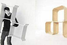 """Półka POLKA / System do samodzielnego konstruowania półek i regałów, oparty na jednym powtarzalnym module. Półki zostały wykonane z giętej sklejki, oklejonej naturalnym kasztanowym fornirem, skrawanym z drewna występującego w naturze, różnią się przez to odcieniem i usłojeniami. Drewno jest piękne bo jest zmienne.  Poszczególne moduły można łączyć na dwa sposoby - wewnętrzną i zewnętrzną powierzchnią """"skrzydełek""""."""
