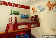 Adesivi per Bambini Junior Color Kits / Kit per bambini per decorare la stanza del vostro bambino. Coprire intere pareti è semplice con questi adesivi. Motivi geometrici, animali, supereroi ... scegli quello che ti piace!