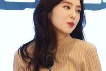 RED VELVET / Members; Bae Joohyun(Irene), Kang Seulgi, Son Seungwan (Wendy), Park Sooyoung(Joy), Kim Yerim(Yeri).  Bias: Kang Seulgi Fav Girl Group °