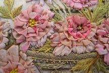 STICKROSEN und STOCKROSEN / embroidered roses and hollyhocks