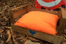 Pallet Beds For Cats and Small Dogs / Our wooden pallet beds for your cat or a small dog are truly alabor of love. Hand-crafted by human hands and styled with a cute colorful pillow.
