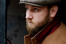 Herringbone flatcap and alpaca coat / Dropping temperature is a great joy for fashion aficionados because it's a great reason to wear layers – shirt, waistcoat, blazer and overcoat provide plenty of opportunities to combine colors, patterns and fabrics,