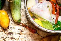 Suppen und Brühe