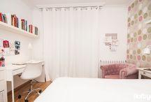 DORMITORIO INFANTIL EN VILADECANS (BARCELONA) / Renovación de un dormitorio infantil en Viladecans. Buscamos un resultado cómodo y más enfocado a la adolescencia. Se realiza un cambio en el código de colores y se propone el blanco como base. Algunos de los elementos serán en color rosa a conjunto con el nuevo papel propuesto. Se aligera la zona de estudio y se suaviza el conjunto. Mobiliario de IKEA y Maisons du monde.