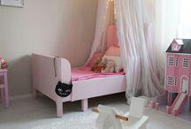 Tyttöjen huone