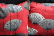 Red sofa cushions / lots of ideas to dress up our sofa