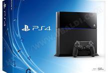 """La PlayStation 4 (PS4) / Successeur de la PS3, la PlayStation 4 fait partie des consoles de huitième génération. Sortie le 29 novembre 2013 en France, elle renferme des caractéristiques techniques époustouflantes en vue d'offrir le meilleur du divertissement aux joueurs. La manette DualShock 4 permet elle aussi de redécouvrir le jeu vidéo grâce à différentes fonctionnalités inédites comme le bout """"Share"""". http://www.ubaldi.com/jeux-video/ps4/ps4.php"""