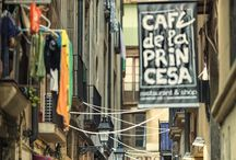 Barcelona / Recognizable tourists places, narrow stony streets of Ciutat Vella, adorable façades and the rest of what makes Barcelona.