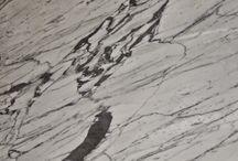 KAMIENIE/STONES / Naszą ofertę stanowi asortyment ponad60kolorów kamieni.Bogata paleta kolorów pozwala na tworzenie oryginalnych projektów.Materiały stosowane w produkcji pochodzą z kopalni kamienia zlokalizowanych na całym świecie.W swojej bogatej ofercie posiadamy granity,marmury,konglomeraty,trawertyny,onyxy,piaskowce,łupki.
