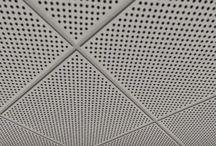 Metal asma tavan,metal tavan fiyatları / Metal Asma tavan  Metal asma tavan sistemleri, tavana baktığımızda ferah bir güzellik katarak uygulandıkları mekânları sağlamlık ve güzel bir görsel tasarımları sunar. Hastanelerde, kamu alanlarda, eğitim ve öğretim binalarında çok  kullanılır
