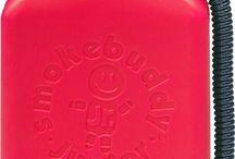 Parafernalia Cannabica / Amplia gama de productos relacionados con el mundo del cannabis.   Descubre estos productos de Parafernalia Cannabica Alimentación Y Cosmética Básculas Digitales BHO Bongs Y Pipas Cajas Camisetas Cigarros Electrónicos Grinders Hamacas Liadoras Y Papeles Libros MONOPATINES Ocultación Vaporizadores Varios Vicios