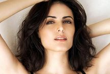 Mandana Karimi / Manizhe Karimi (better known by her stage name Mandana Karimi), is an Iranian actress of mixed Iranian (father) and Indian (mother) ethnicity, model based in India. After working on several successful modelling projects around the world, she appeared as a lead actress in the Bollywood film, Bhaag Johnny. She was also the second runner up in the popular reality TV show, Bigg Boss 9.