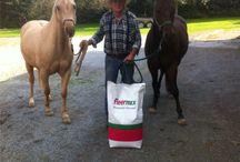 """fleerMix - Pferdemüsli ohne Hafer . . . / """"Mein Pferd, mein fleerMix und ich.""""  Unsere Kunden haben uns Fotos mit fleerMix geschickt. Unser Pferdemüsli ohne Hafer [made by Höeveler] in 20-kg-Säcken jederzeit frisch an Lager bei Fleermann in Lintorf !"""