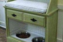 Food stations for pets