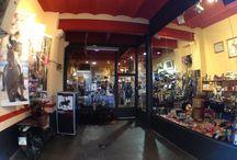 Nuestra tienda ecuestre. Our tack shop.
