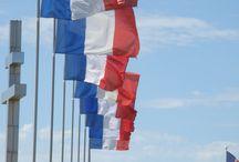Pavillons et drapeaux / Réalisation BORNEY sas