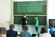 Vorkurs in der HfTL / Gut vorbereitet in das Studium starten - bei unserem Vorkurs frischen Tutoren das Abitur-Wissen wieder auf.