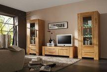 Wohnwände / Ein Wohnzimmerschrank soll nicht nur über viel Stauraum verfügen, er soll auch gut Aussehen und den Wohnraum füllen. Dazu passend sollte es vielleicht noch ein Sideboard, ein Highboard oder einen Couchtisch geben. Informieren Sie sich hier über aktuelle Wohnwände und Schränke.