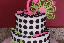 cakes/cupcakes/cake pops & icing / by Lisa McCrary