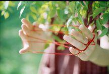 Cat's cradle / 翻花繩 / 翻繩[線]兒,挑繩兒一種兒童玩的遊戲:以雙手十指撐起繩圈,翻出的花樣, 複雜之物