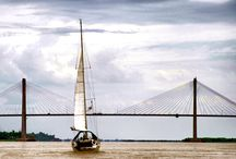 Navegando por el Paraná / Rosario siempre invita a navegar sobre las aguas del caudaloso río Paraná e internarse por arroyos y riachos hasta perderse en la agreste vegetación del delta.   No dejes de ver las diferentes formas de emabarcar: http://www.rosario.tur.ar/es/articulos/articulos.php?c=2&s=6&art=17