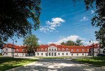 Wieniawa Konary - Pałac Domaniowskich / Pałac w Wieniawie Konarach wybudowany w latach 70. XIX wieku według projektu Henryka Marconiego przez ówczesnego właściciela majątku Konary Adama Fryderyka Helbich. W czasie I wojny światowej dobra zostały mocno zniszczone. Udało się jednak przywrócić je do dawnego stanu. Obecnie funkcjonuje jako hotel.