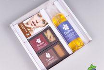 Blueberry Exkluzív Ajándékcsomagok / Natúr szappanok, tusfürdők, ajakbalzsamok és 100%-os illóolajok többféle összeállításban a Blueberry-Cosmetics kínálatában.