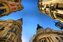 Patrimonio Arquitectónico / Rosario es una ciudad que invita a caminar. Su patrimonio arquitectónico permite trazar distintos circuitos de gran riqueza de estilo, abarcando desde señoriales mansiones y edificios de los siglos XIX y XX hasta obras emblemáticas en el país.