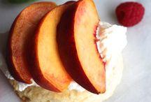 Fruits / les gâteaux aux fruits et colorés