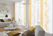 Gardinen Wohnzimmer / Gardinen für Wohnzimmer finden Sie hier. Lassen Sie sich von diesen schönen Wohnzimmergardinen inspirieren. Wenn Ihnen diese Gardinen für das Wohnzimmer gefallen freuen wir uns über Ihr Feedback. Wir danken der Firma Saum & Viebahn GmbH & Co. KG für die Zurverfügungstellung dieser Bilder.
