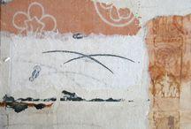 """Exhibition """"ELLEN BEPP"""" /   Como um rio de águas calmas, a inspiração corre no interior da artista Ellen Bepp e pode ser identificada quando expressa-se em sua obra. No seu trabalho ocorre a junção entre o passado e o actual, o desenho é destaque e induz o olho a caminhar sobre o traço, o percorrer da linha é um passeio sobre as lembranças e sonhos da artista."""