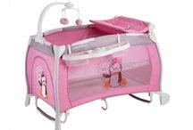 Kreveti / Višenamenski kreveci za bebe sa više nivoa, podlogom za previjanje, dodatnim prostorom za odlaganje stvari, igračkom vrteškom...